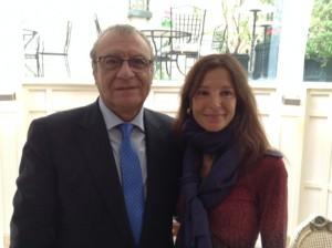 El Consejero de Asuntos Sociales, Don Jesús Fermosel Díaz, tampoco quiso perderse la charla de Charo Izquierdo.