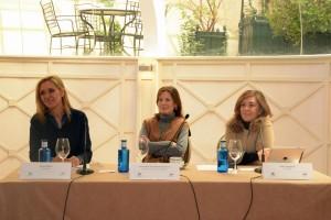 Marta Robles fue presentada por Laura Ruiz de Galarreta, Directora General de la Mujer de la Comunidad de Madrid, y por la periodista Charo Izquierdo, organizadora de este ciclo de conferencias.