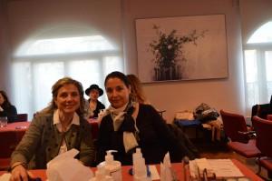 Aurora Granero y Luisa Gil, dos de las socias de AMMDE que asistieron al Taller de Maquillaje.
