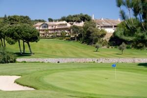 En Río Real Golf Hotel se puede disfrutar de la práctica del golf en un entorno de ensueño.