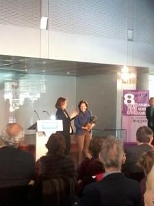 La periodista Victoria Prego recibió el Premio Honorífico Clara Campoamor de manos de la alcaldesa, Ana Botella, durante el acto del Ayuntamiento de Madrid para la celebración del Día Internacional de la Mujer.