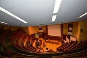 El aula magna de la Fundación Jiménez Díaz, donde tuvo lugar la Jornada, es un recinto impresionante.