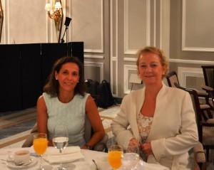 María Luisa Lombardero (a la derecha), Consejera Delegada de Caja España Duero, y a su lado Noelia Muñoz, Directora de Desarrollo de Negocio.