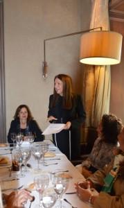 Sara Navarro presenta a Dña. Laura Ruiz de Galarreta