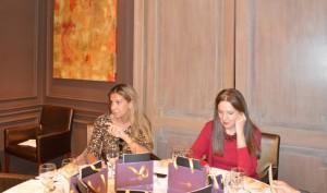 Gemma Gallego, durante un momento de su alocución, junto a Sara Navarro