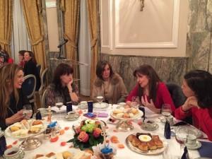 Mesa presidencial, de izquierda a derecha: Claudia di Paolo, Nuria (editora de Charo Izquierdo), Charo Izquierdo y Sara Navarro.
