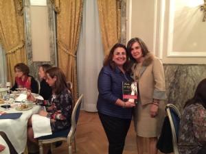 """Sortemos un ejemplar del último libro (""""Puta no soy"""") de nuestra invitada, Charo Izquierdo. La ganadora fue Giovanna Calderón, de Mujeres para el Diálogo y la Educación."""