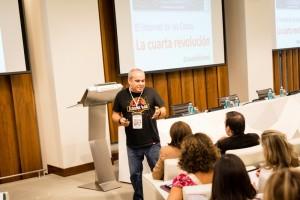 """Javier Sirvent, durante su ponencia """"El Internet de la Cosas. La cuarta generación."""