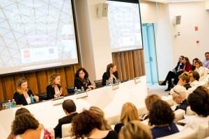 La primera mesa redonda, con Begoña González-Blanch, María Climent (moderadora), Cristina Aranda y Rocío Sierra.