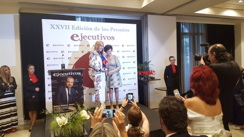 "Emilia Zaballos, socia de AMMDE, recibió en premio  al ""Prestigio Profesional"""